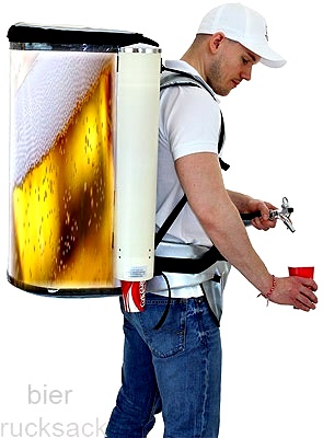 The beer backpack is based on a historic machine from the century and rings naturally when the lever is pressed.